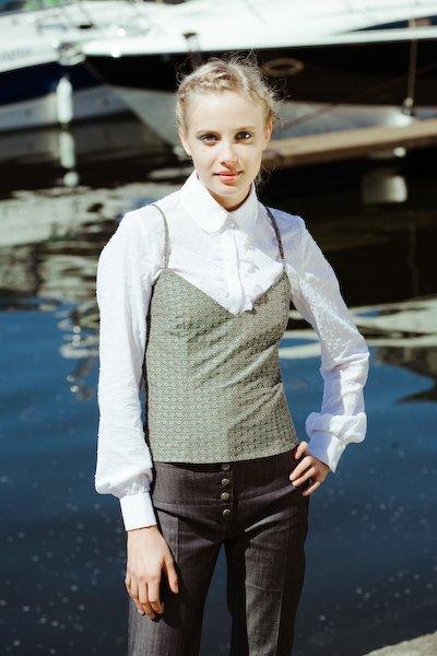 Блуза белая с кружевной рюшей на планке