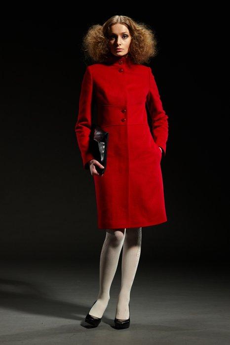 Пальто с корсетным поясом, красное
