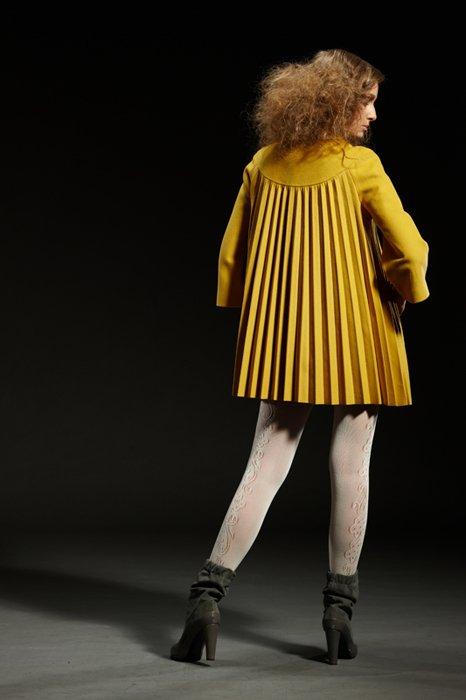 Пальто с гофре на полочке и спинке, горчица