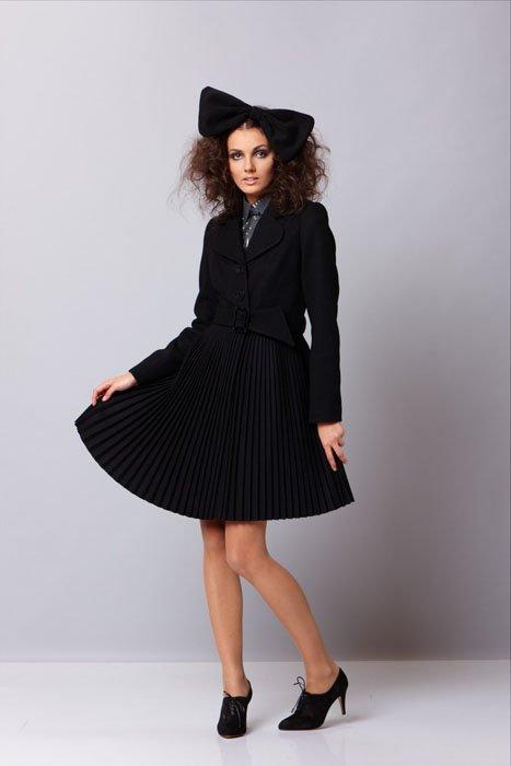 """Пальто с английским воротником и юбкой """"плиссе"""", черное"""