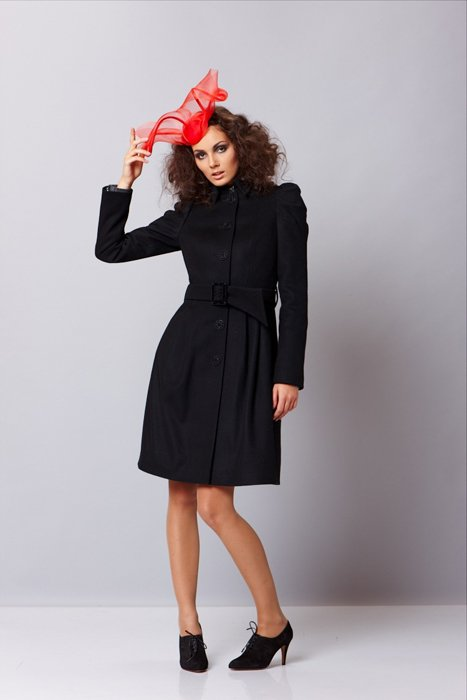Пальто с пышными рукавами, черное.