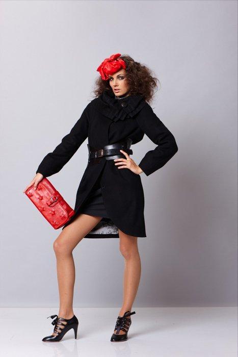 """Пальто с воротником """"гофре"""" и кожаным поясом, утепленное, черное."""