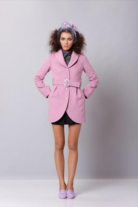Пальто укороченного с мягким воротником, утепленное, сиреневое