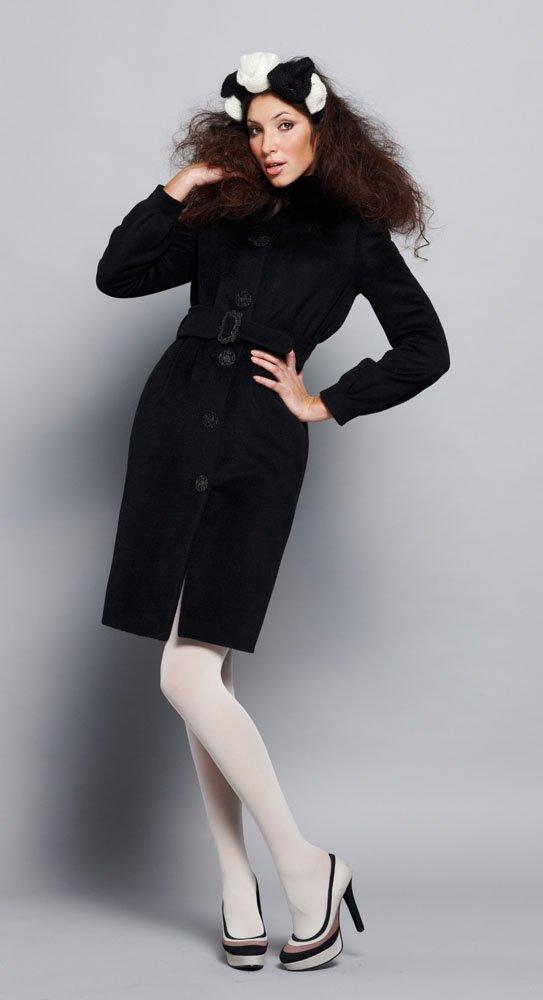 Пальто с защипами на талии из ворсовой ткани, с меховым воротником, черное.