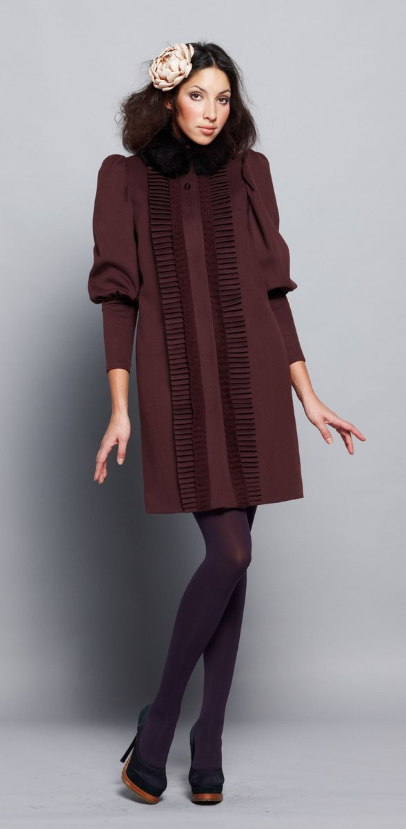 Пальто с рюшей-плиссе, шоколадное, с меховым воротником-стойкой