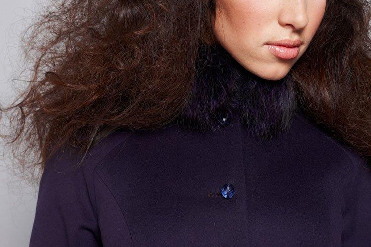 """Пальто """"облако"""" сине-фиолетовое, меховой воротник."""