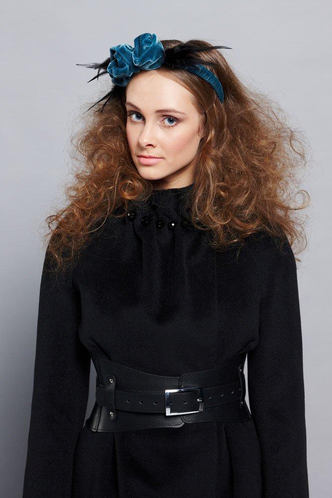 Пальто с бусинами на стойке воротника, черное