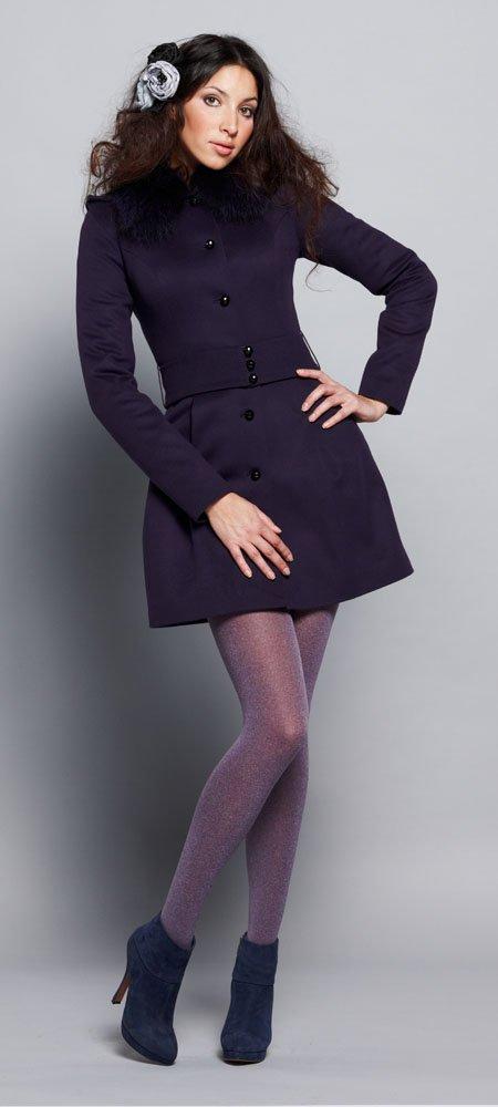 Пальто с вытачками на плечиках, меховым воротник, черничное.