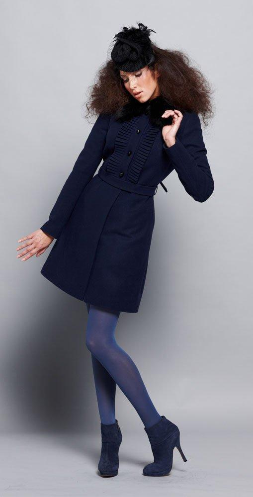 Пальто-платье с плиссе на кокетке, с меховым воротником, синее.