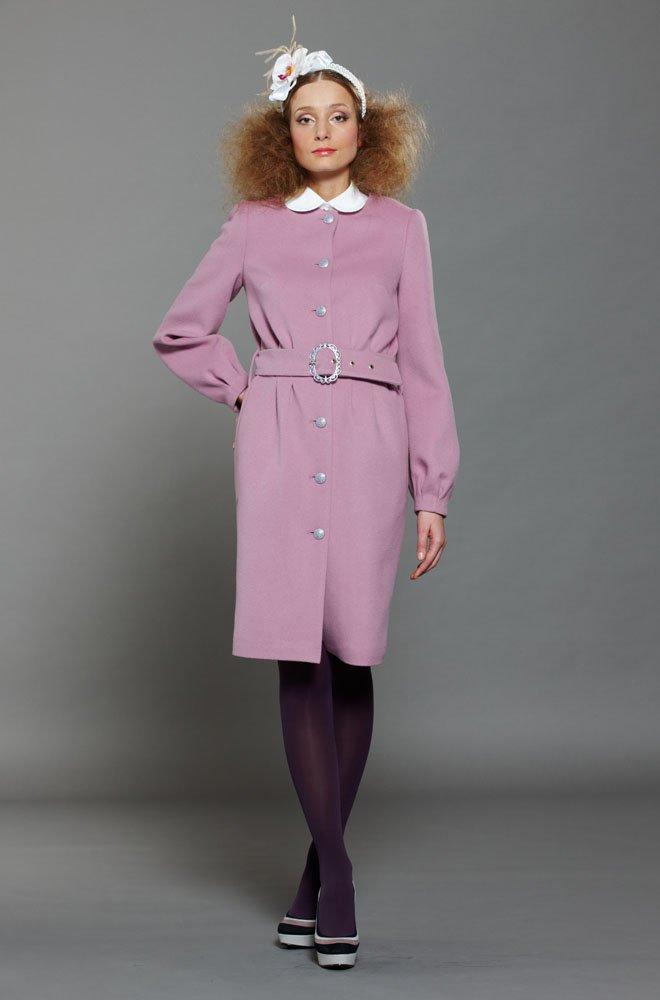 Пальто с защипами на талии и рукавах, сиреневое.