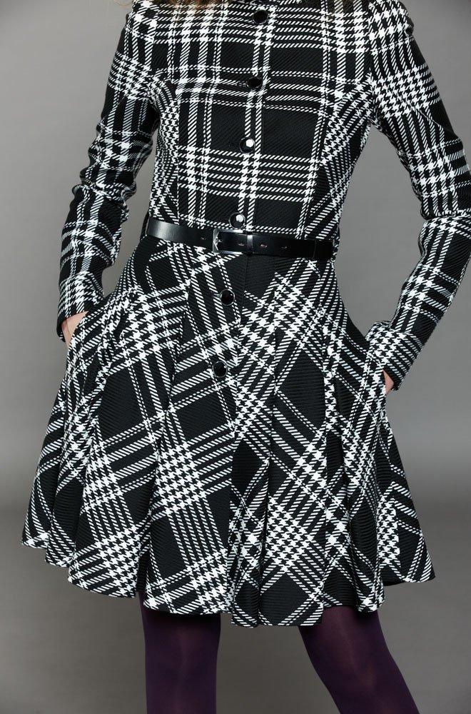 Пальто из ткани в клетку с кожаным поясом