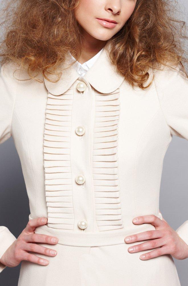 Пальто-платье с плиссе на кокетке, белое.