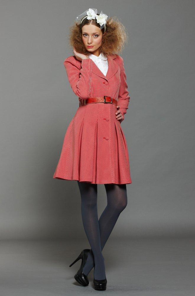 Пальто из ткани гусиная лапка, красно-бежевое