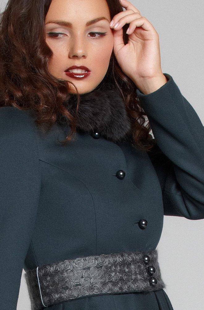 Пальто с пышной юбкой из складок