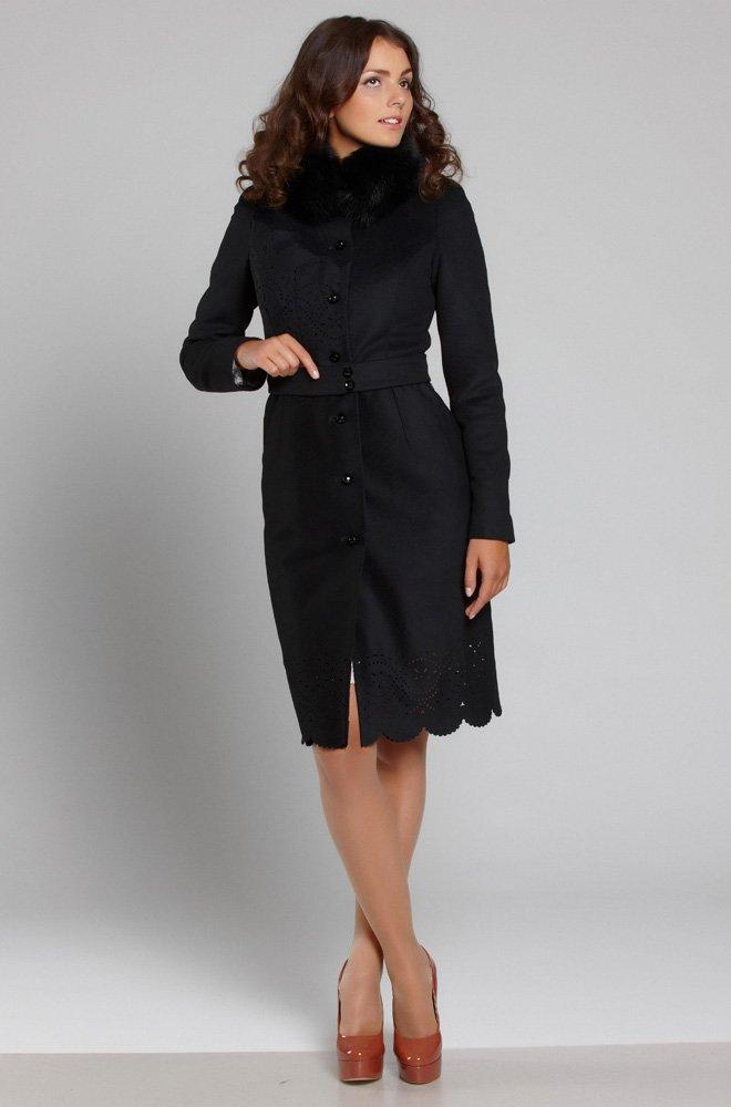 Пальто с воланом на груди