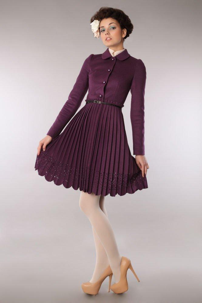 Пальто с юбкой плиссе с фестонами, сливового цвета
