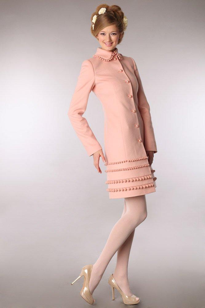Пальто с шариками на подоле, персикового цвета