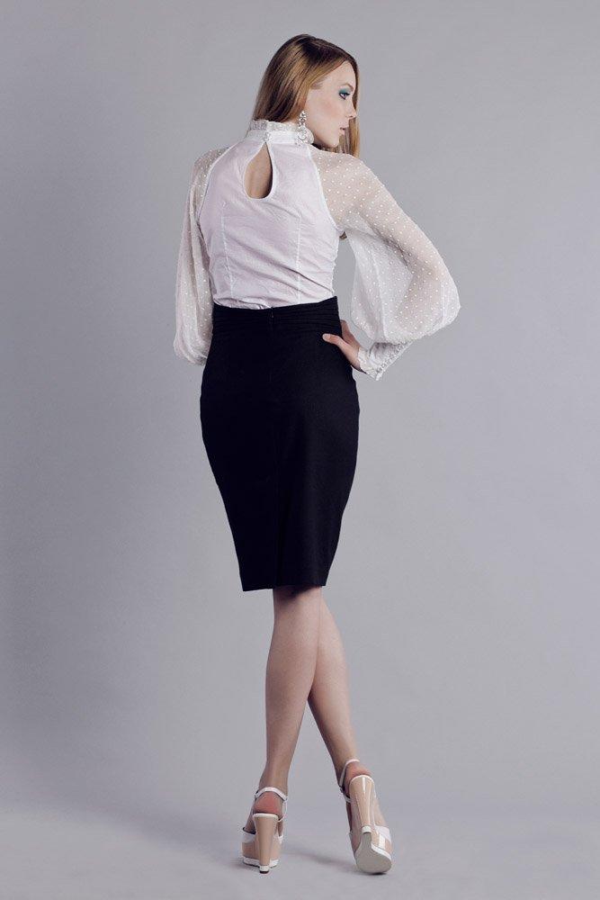 Блуза с американской проймой и пышным шифоновым рукавом, белого цвета