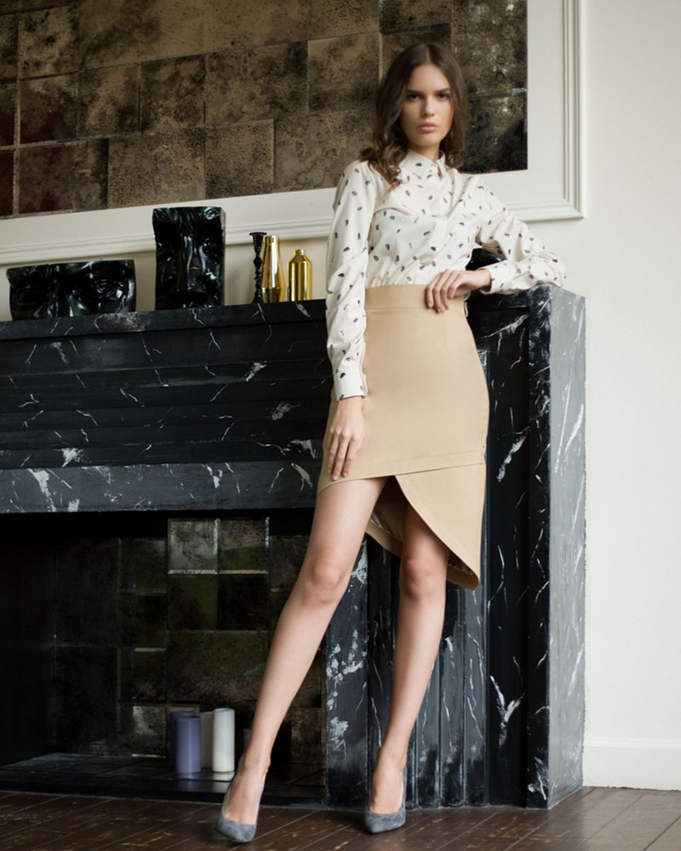 Асимметричная юбка песочного цвета