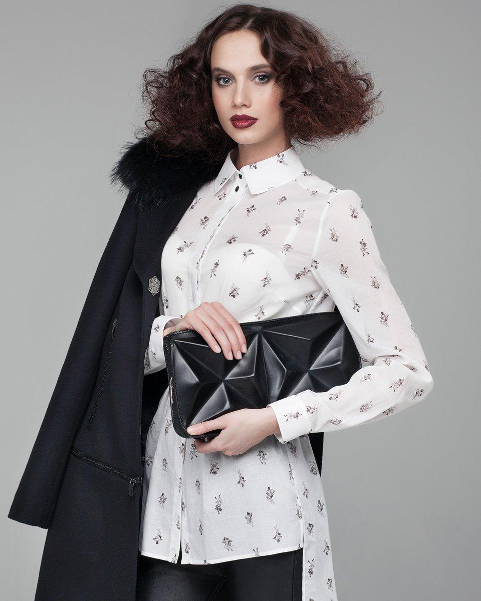 Базовая блуза с авторским принтом и ремнем