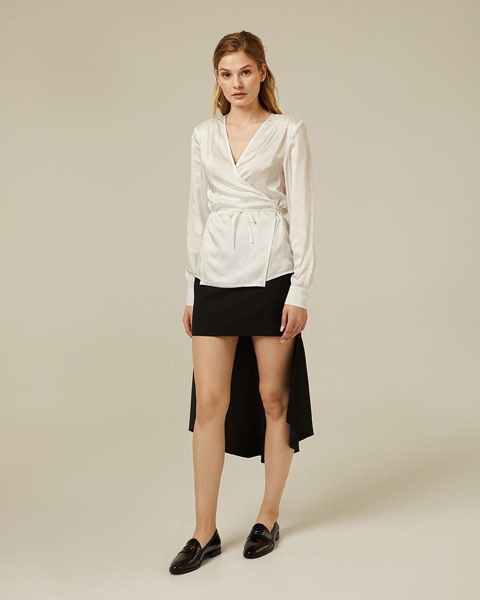 Белая атласная блуза на запах