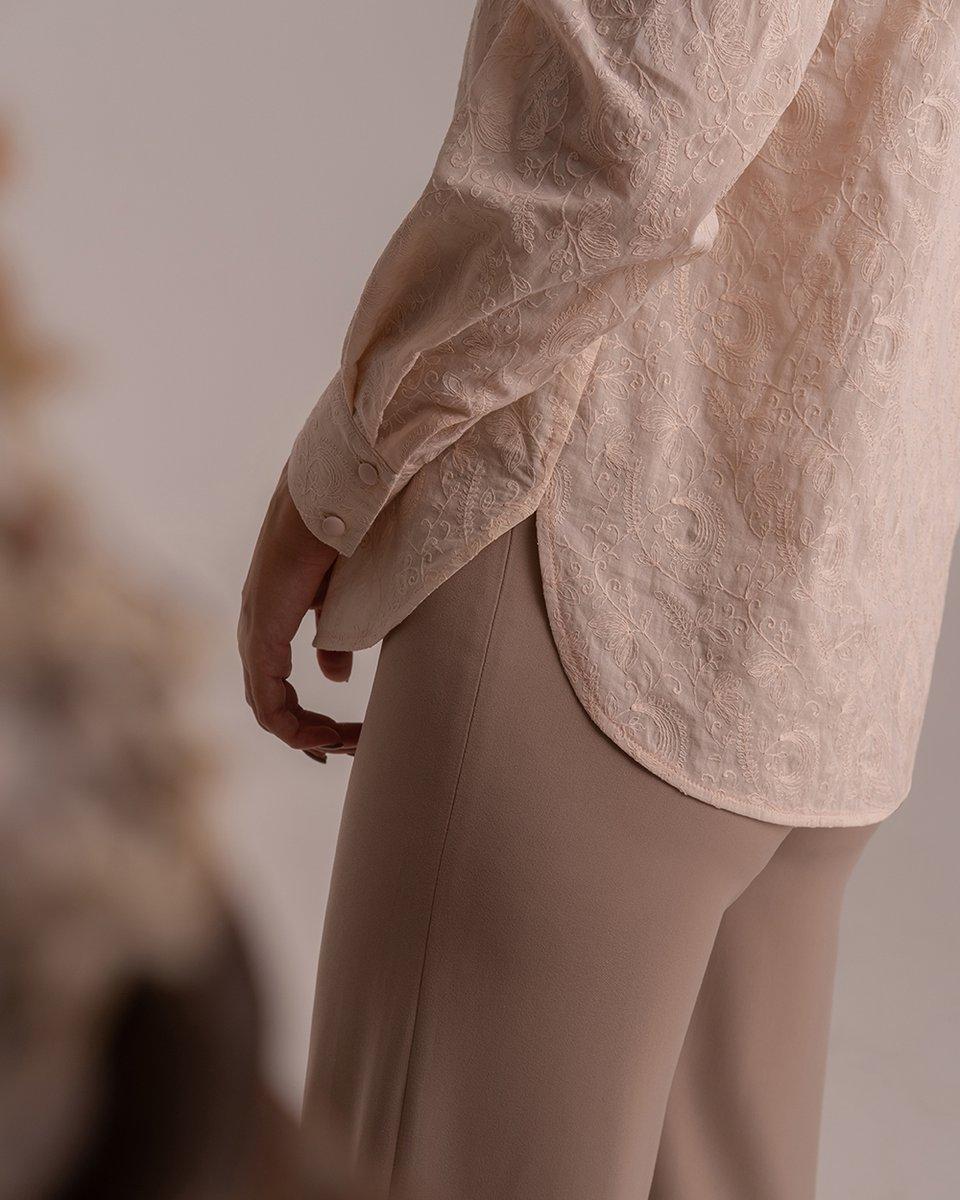 Блуза с шитьем кремового цвета