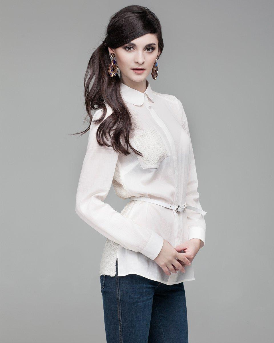 Блуза с накладным карманом и пайетками