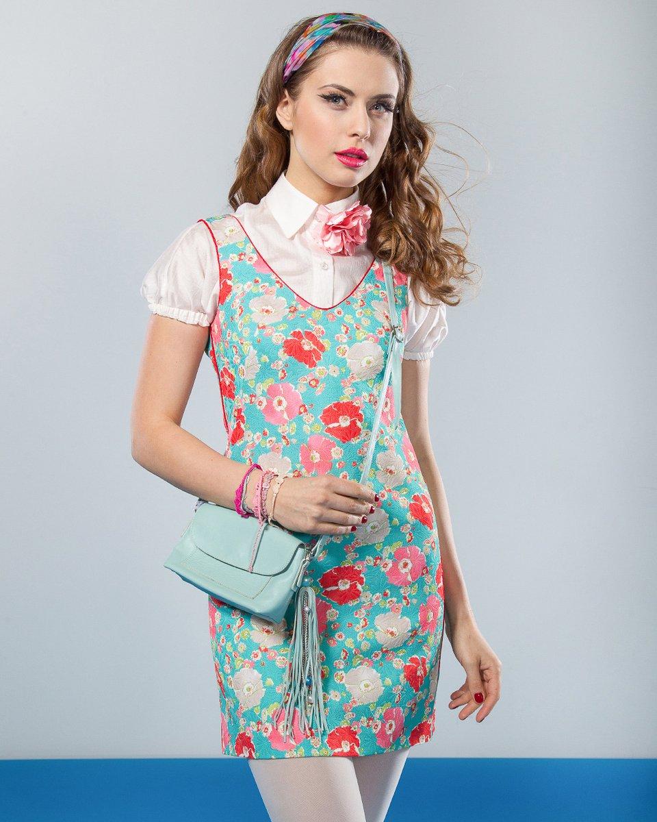 Блуза с рукавом-фонарик, кремового цвета.