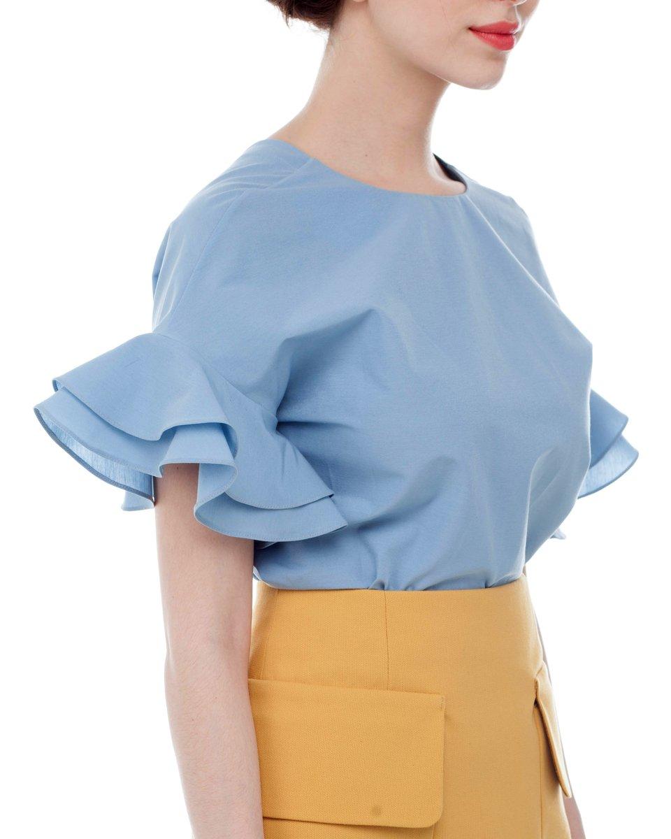 Блуза с воланами на рукавах, голубая