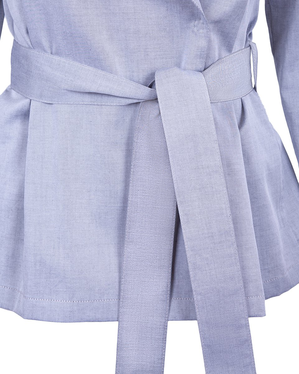 Блуза серого цвета с кокеткой и поясом