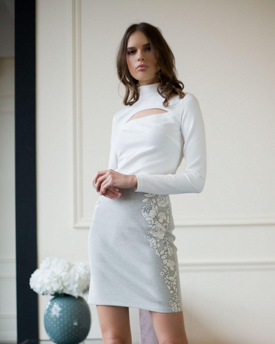 Приталенная блуза из плотной трикотажной ткани