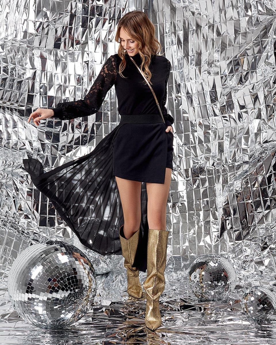 Блуза трикотажная черного цвета с рукавами из гипюра