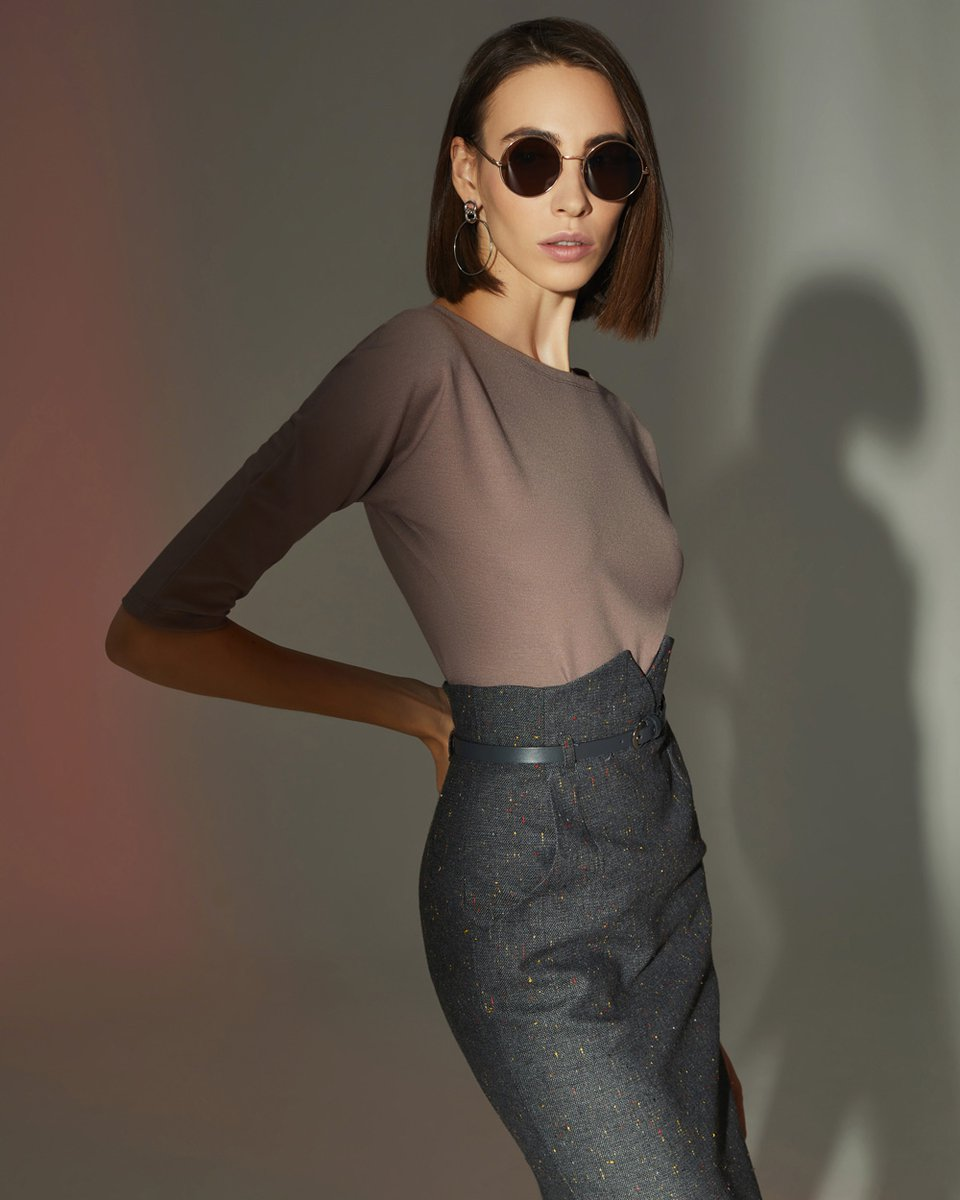 Блуза трикотажная кофейного цвета