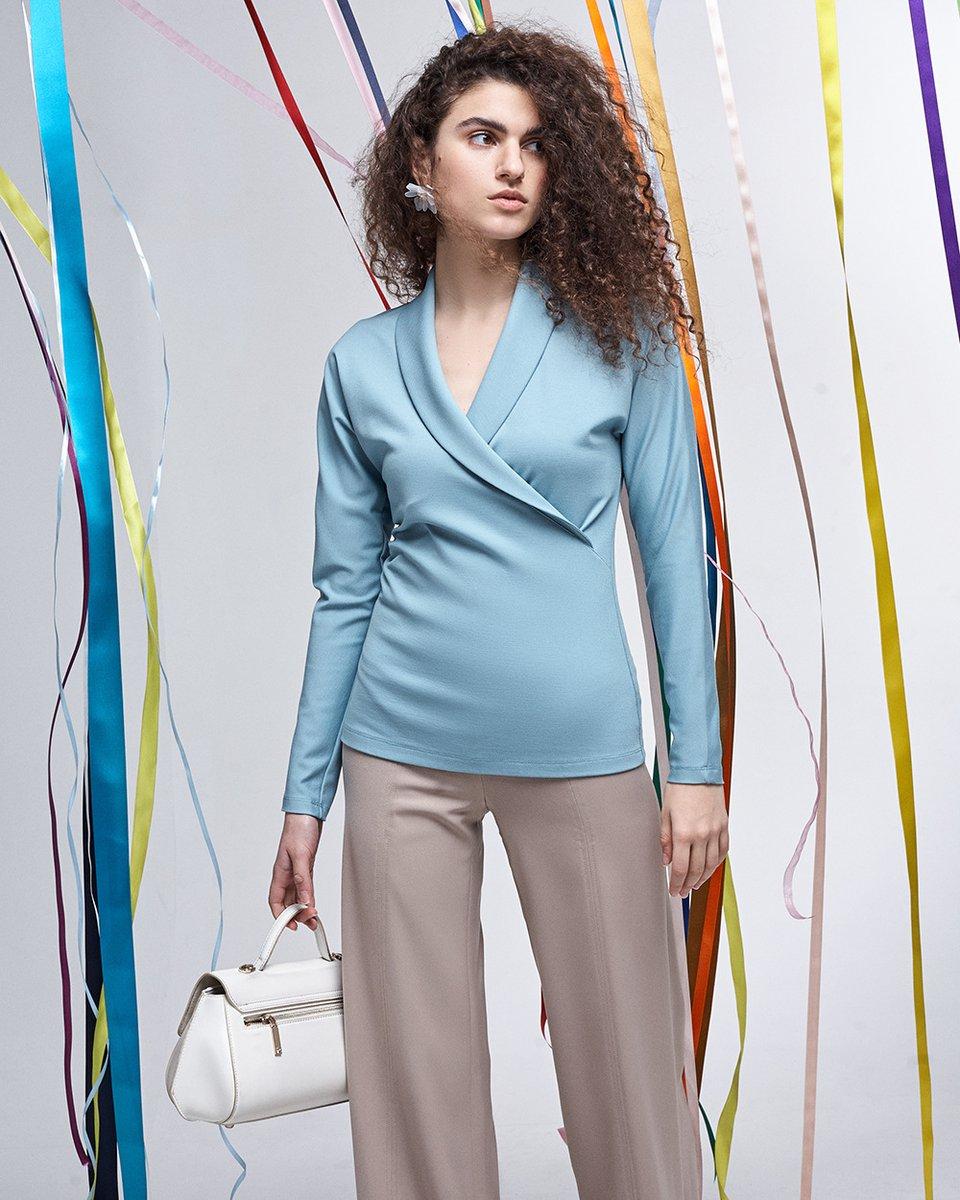 Блуза трикотажная мятного цвета с шалевым воротником