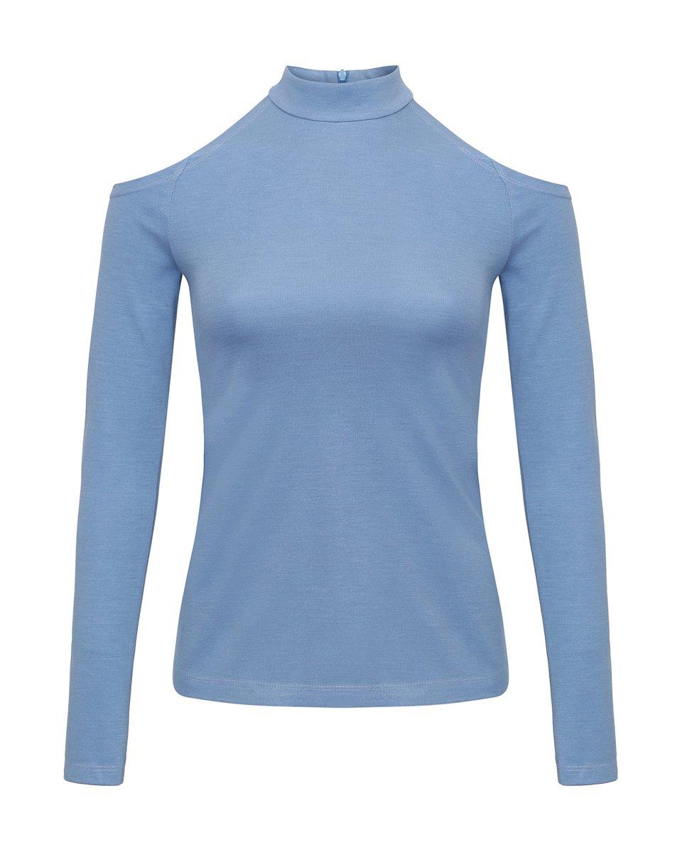 Блуза небесно-голубого цвета с открытыми плечами