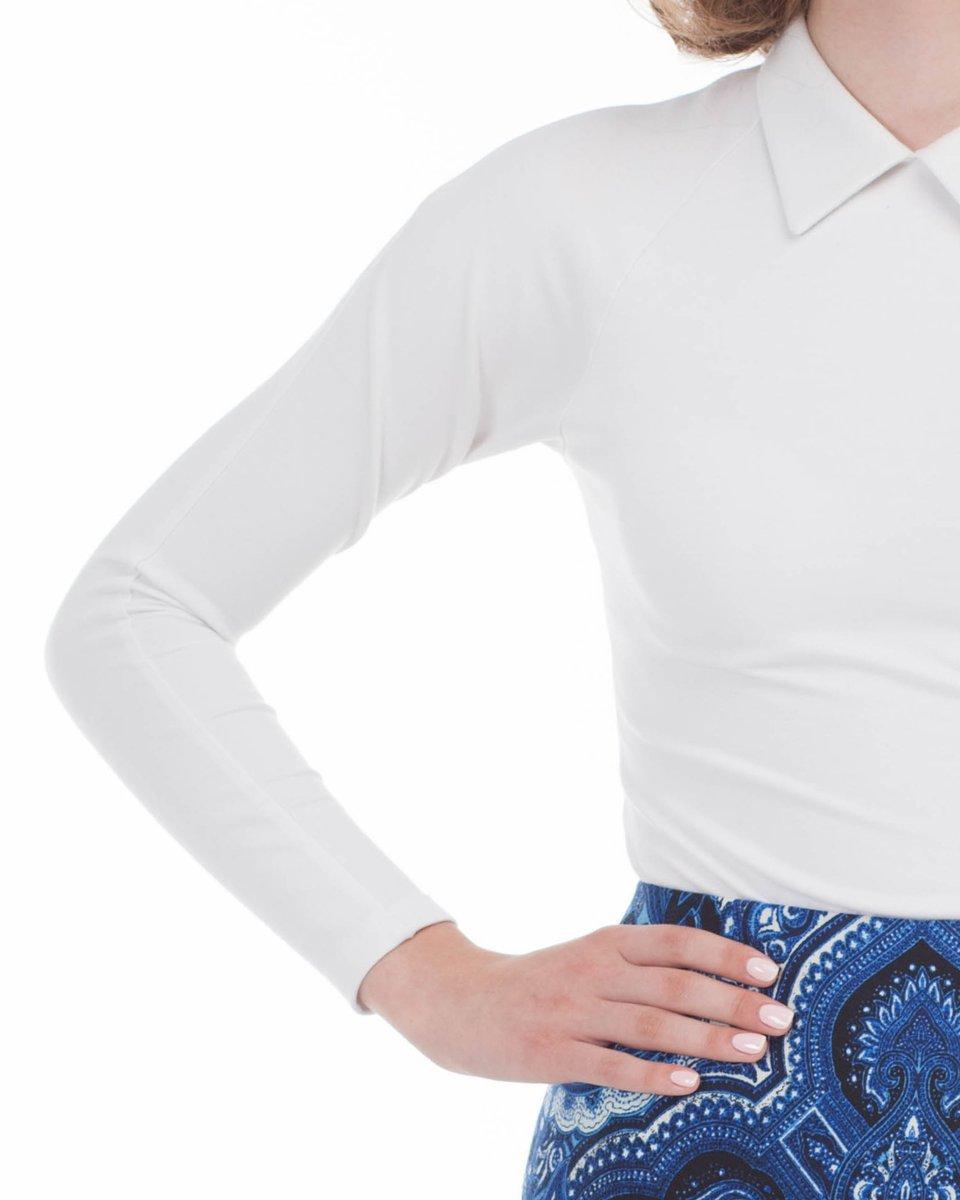 Белая трикотажная блуза с рукавом-реглан