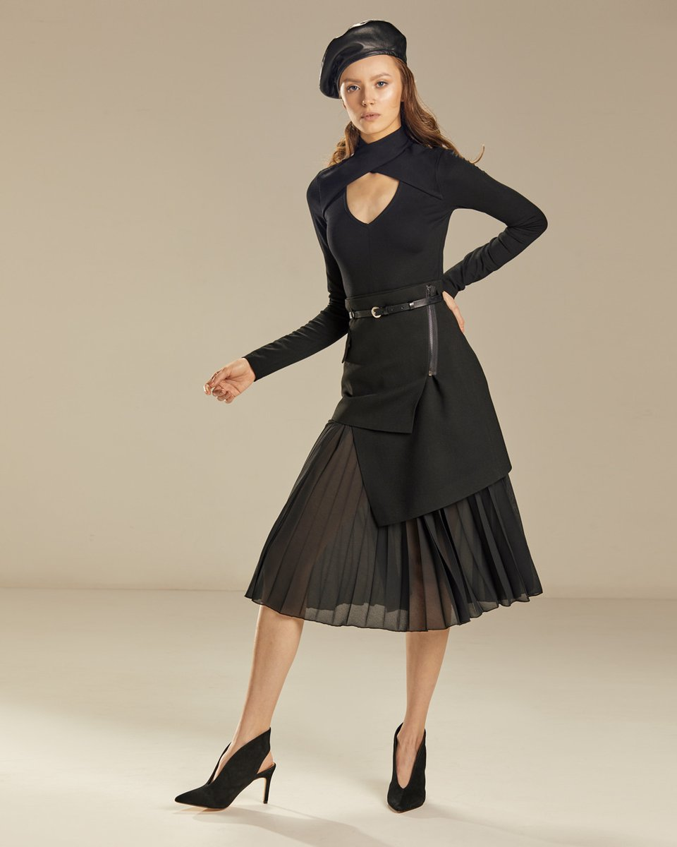 Блуза трикотажная с V-образным вырезом