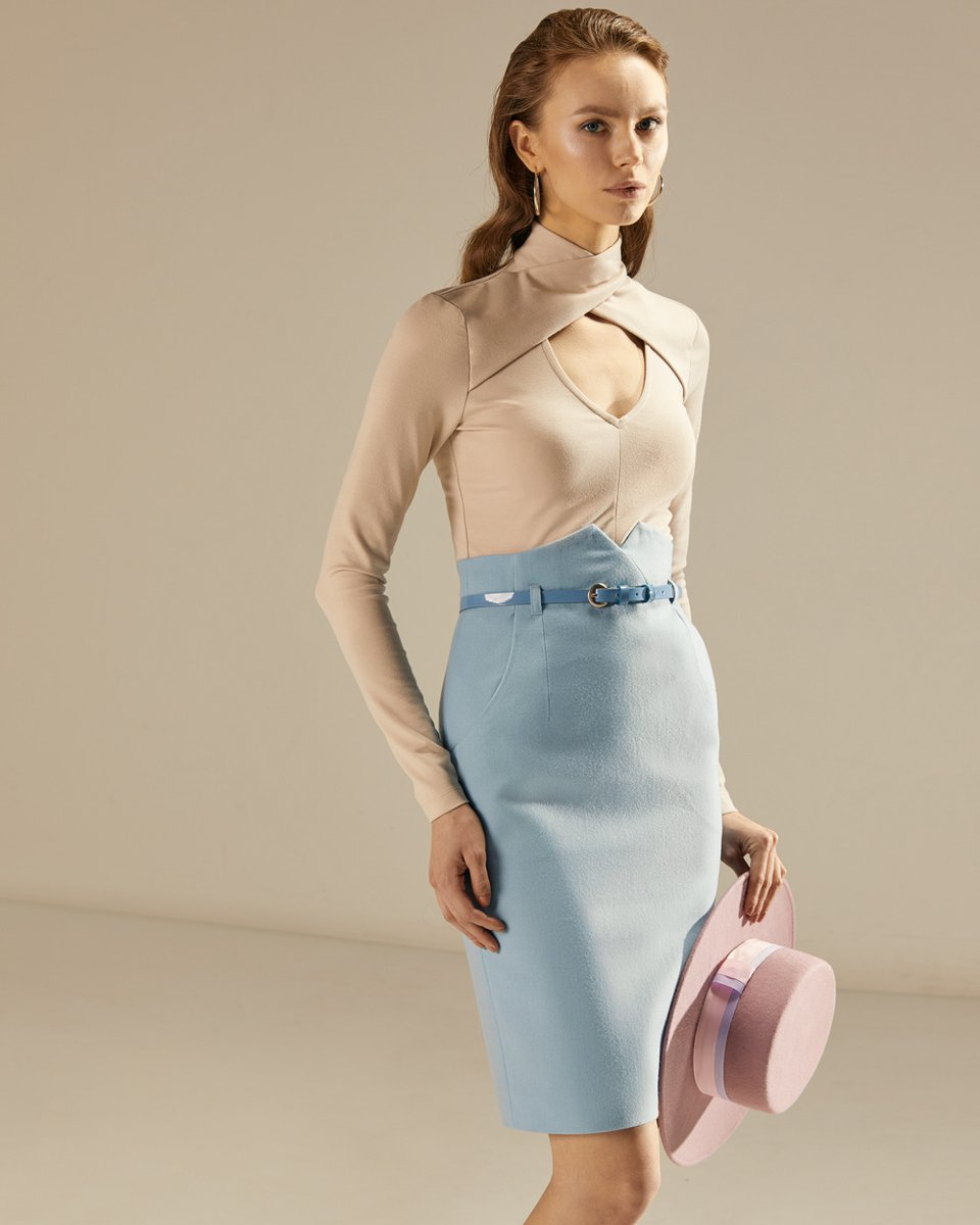 Блуза трикотажная с V-образным вырезом, бежевого цвета