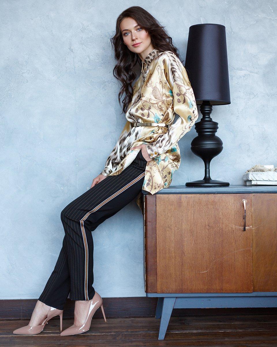 Блуза удлиненная с авторским принтом золотистого цвета