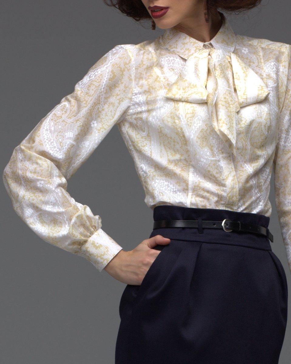 Блуза желтая с узором-пейсли и бантом