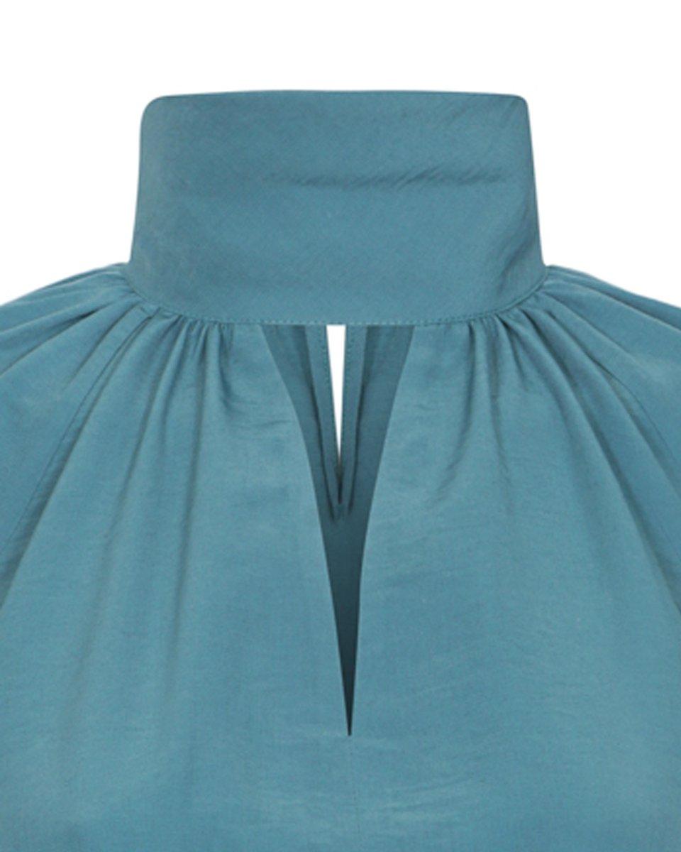 Блуза изумрудного цвета с воротником-стойкой