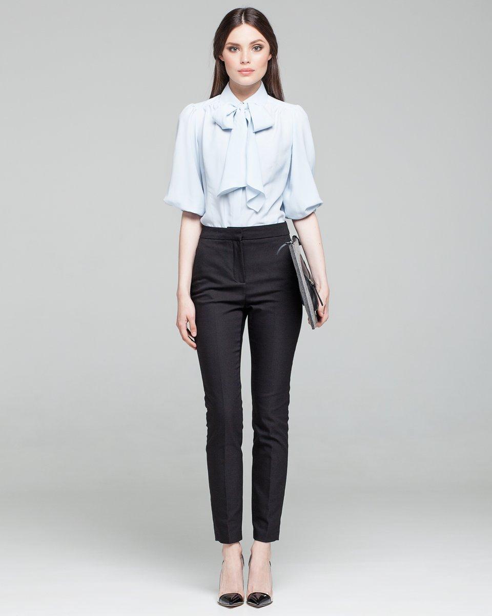 Блуза с бантом и объемным рукавом