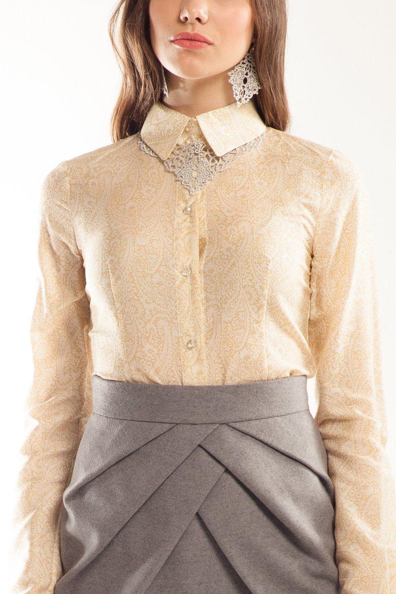 Блузка с втачным рукавом, бело-желтая, огуречик с цветочками