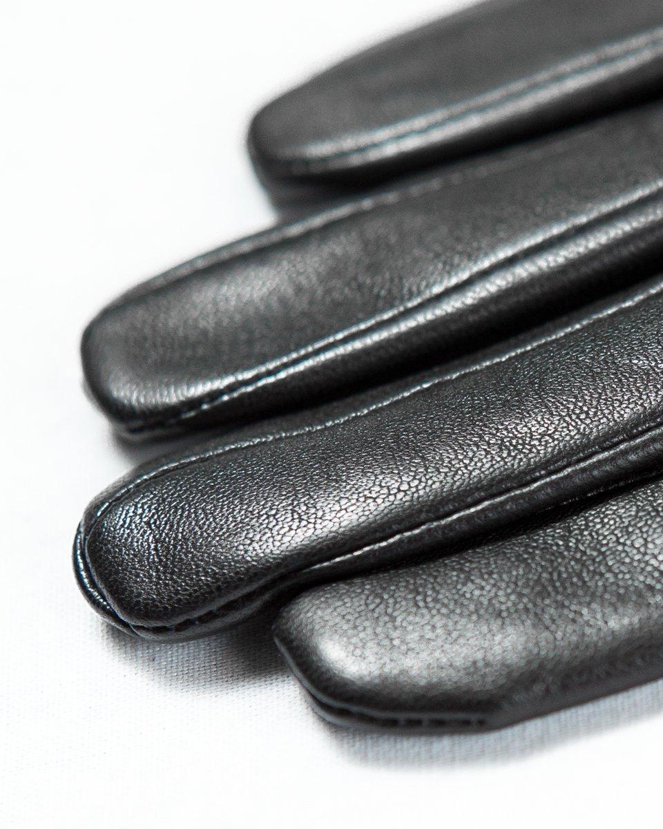 Черные перчатки с высокими манжетами
