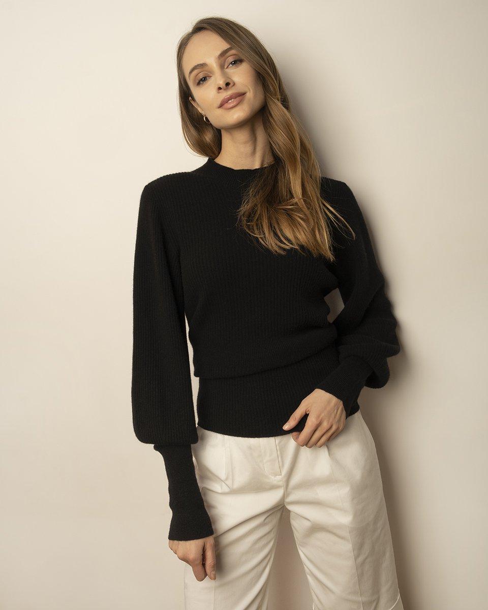 Джемпер черного цвета из премиальной шерсти