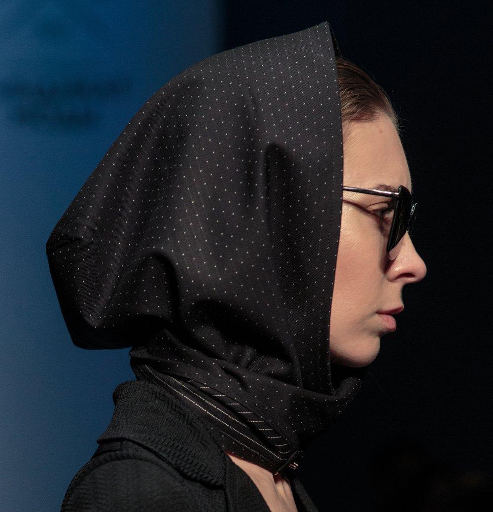 Косынка-капюшон из костюмной ткани