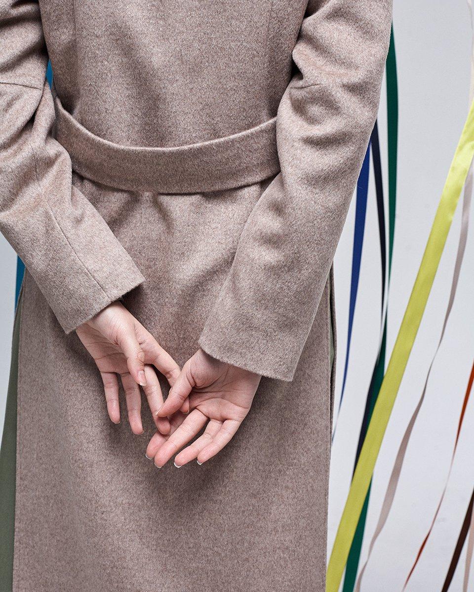 Кардиган бежевого цвета с разрезами по бокам