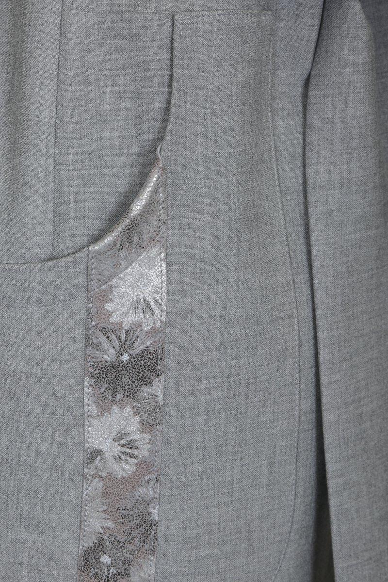 Кардиган с капюшоном, декорированный кожаными вставками