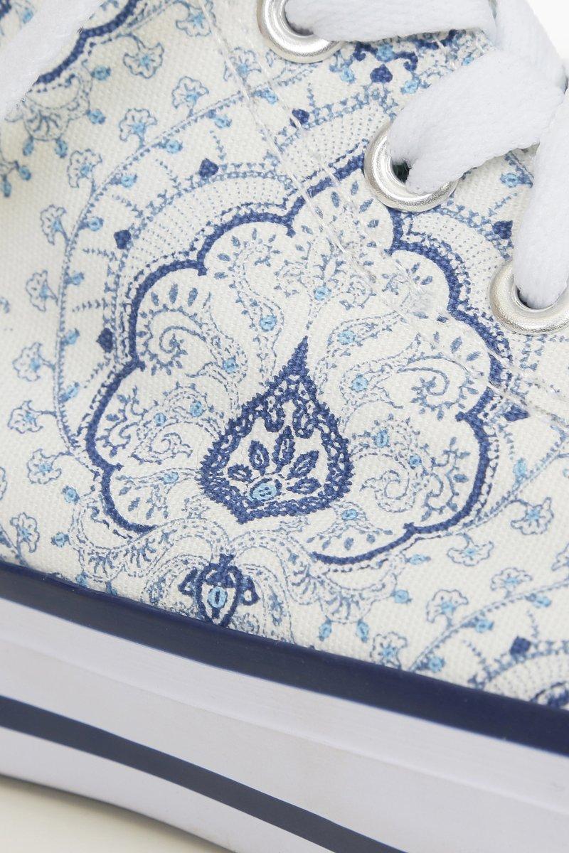 Кеды с сине-голубым принтом