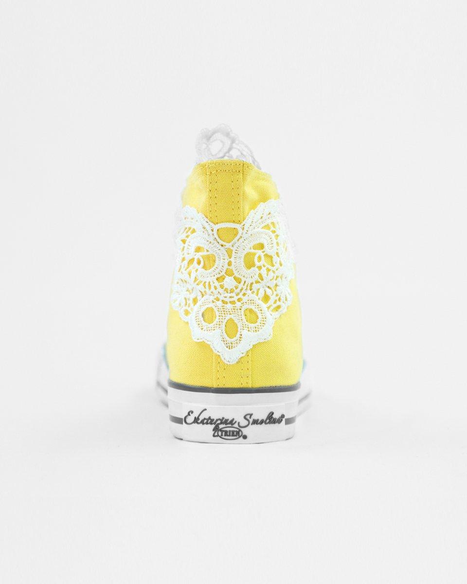 Кеды желтые с кружевными элементами